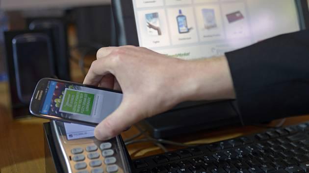 Zájem o platby mobilem roste. Využívají je statisíce Čechů 16.2.2020