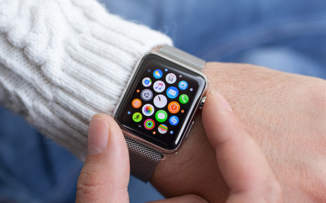Češi si zamilovali platit přes chytré hodinky. Na ruce je nosí každý desátý
